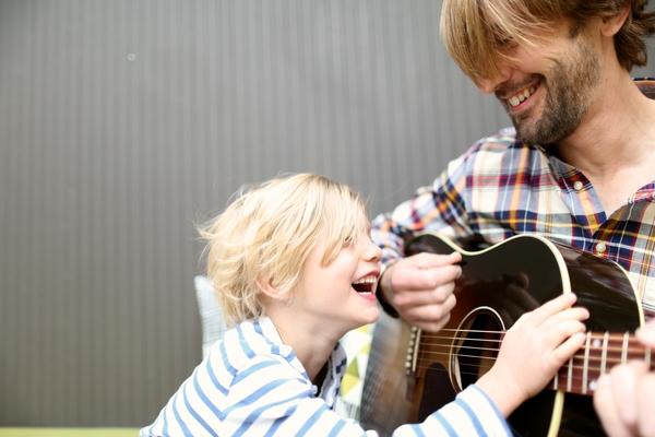 Menyanyi dan Ajar Bahasa & Komunikasi 2 Hala Sekaligus Bagi Anak Lambat Cakap
