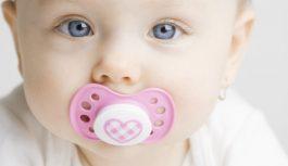 Tabiat Menggonggong Botol Susu Dan Puting Boleh Sebabkan Anak Lambat Cakap: Benar Atau Mitos?